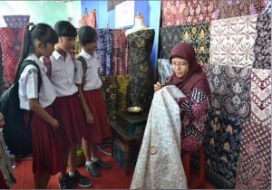 Batik Gumelem di EXPO