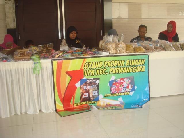 Stand Produk Kerajinan Rajutan