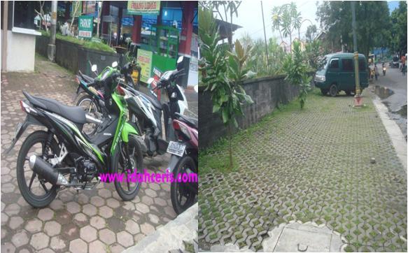 Tempat Parkir Motor dan Mobil