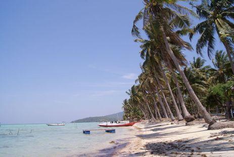 800px-Barakuda_Beach_1_Karimun_Jawa