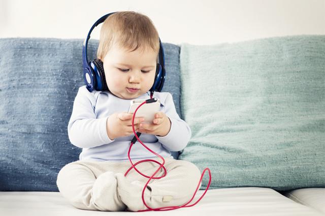 Menggunakan earphone