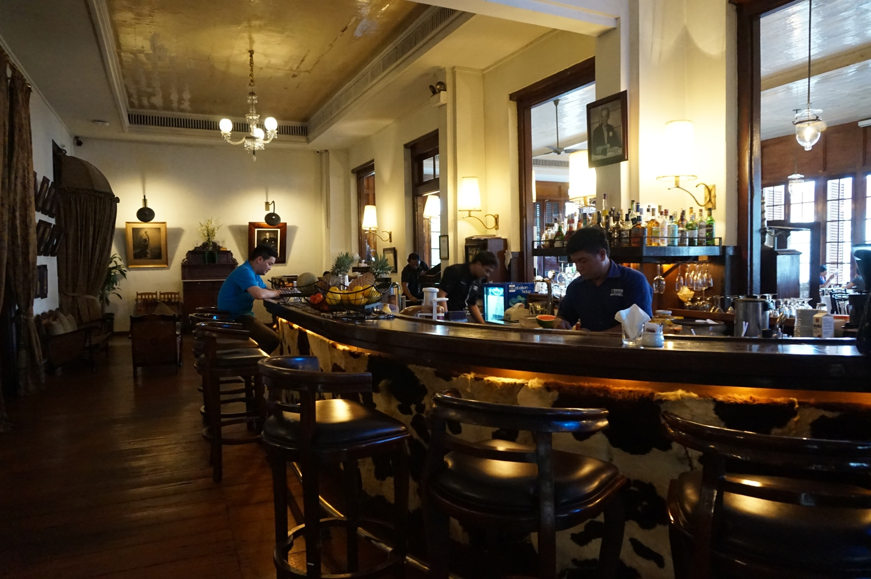 full-bar-cafe-batavia