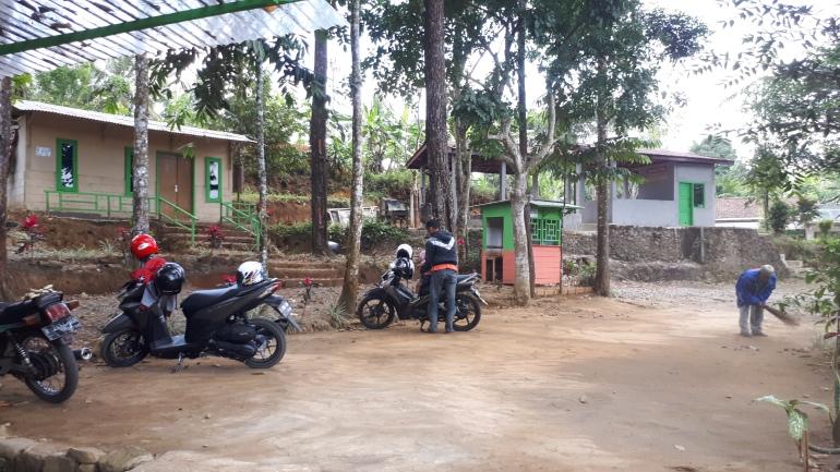 Kampung Damar Tempat Parkir